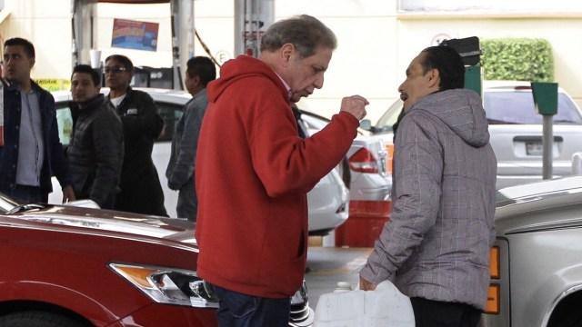 Autoridades de la CDMX prohíben vender gasolina en bidones