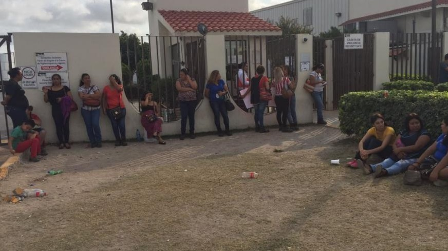 Foto: Trabajadores de maquiladoras en Matamoros, Tamaulipas, continúan en huelga, enero 29 de 2019 (Twitter: @CarloVelamx)