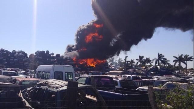 Foto: incendio en corralón de Altamira, Tamaulipas, 28 de enero 2019. Twitter @PCTamaulipas