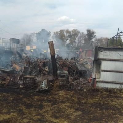 Incendio consume depósito de autos en San Martín Texmelucan, Puebla
