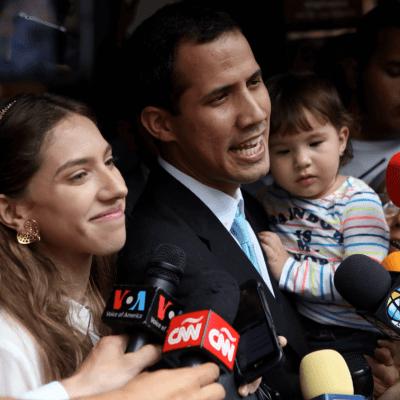 Guaidó denuncia que policías fueron a su casa