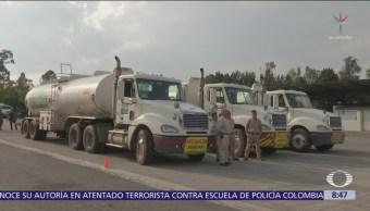 Largas filas de aspirantes a conductores de pipas de combustible