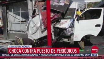 Unidad de transporte público choca contra puesto de periódicos