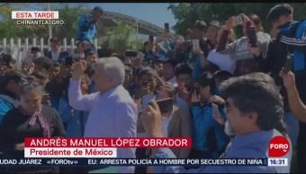 López Obrador conversa con estudiantes