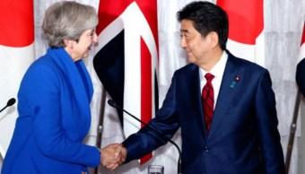 May y Abe prevén 'renovar' relación comercial tras Brexit