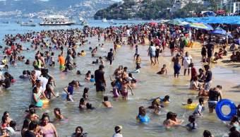 Rescatan a 97 menores extraviados en playas de Acapulco