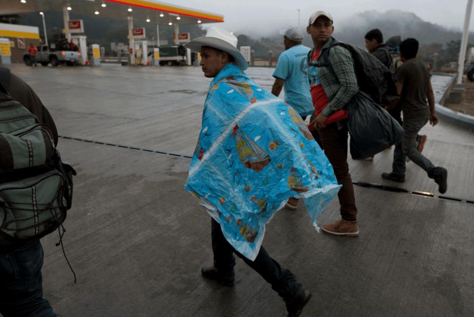 Migrantes hondureños pretenden avanzar hacia EU. (AP, archivo)