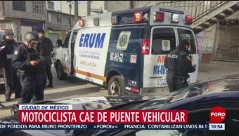Motociclista cae de puente vehicular en la alcaldía Venustiano Carranza