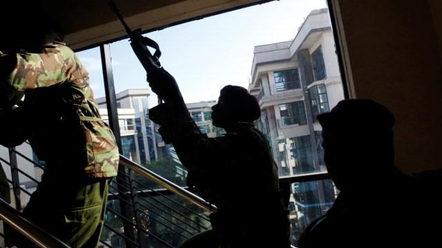 Ascienden a 15 los muertos por el ataque a un hotel en Nairobi; se esperan más