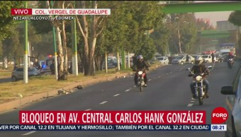 Padres de familia bloquean Av. Carlos Hank González