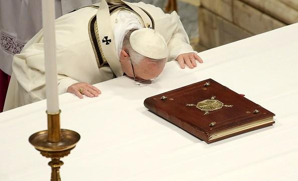 Papa pide imitar la generosidad y humildad de Reyes Magos