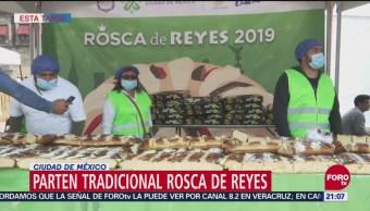 Parten tradicional rosca de Reyes en Ciudad de México