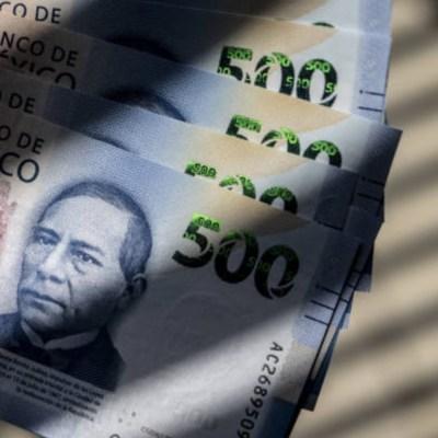 Dólar desciende 21 centavos, se vende hasta en 19.30 pesos en bancos