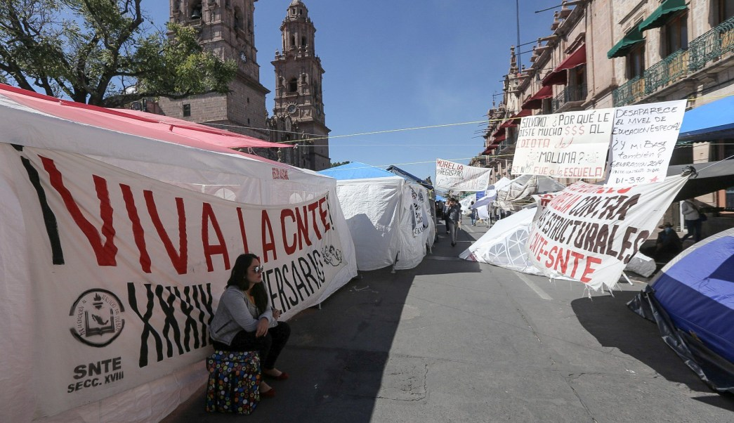 CNTE acuerda levantar bloqueos en Michoacán