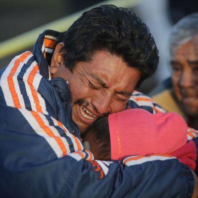 Pobladores buscan a sus familiares tras explosión en Tlahuelilpan, Hidalgo