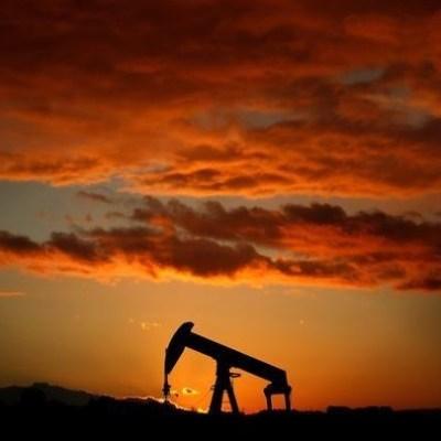 Petróleo sube porque inversionistas se aferran a recortes de la OPEP
