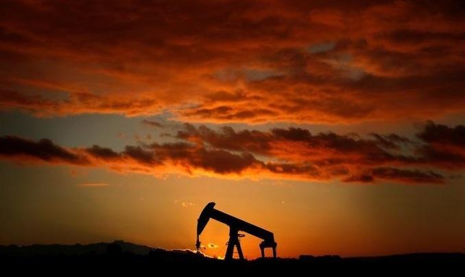 Petróleo sube por inversionistas se aferran a recortes OPEP