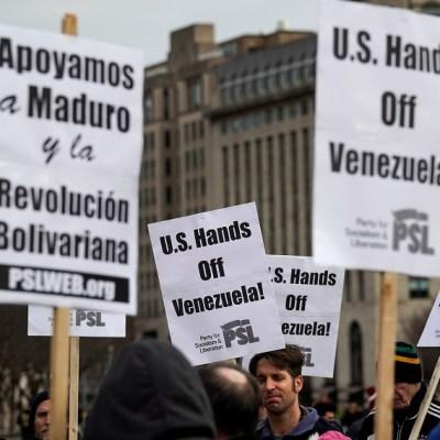 Venezuela anuncia que EEUU retira personal de su embajada