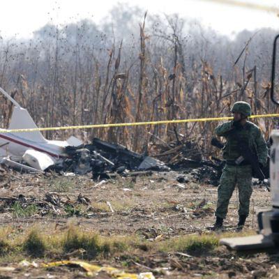 Militares buscan restos de helicóptero donde murió la gobernadora de Puebla