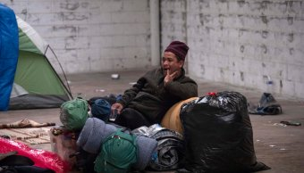 migrantes aun no desalojan bodega en tijuana