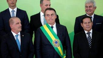 Brasil: Bolsonaro firma decreto para aumentar salario mínimo