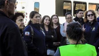 Senadores de California visitan caravana migrante en Tijuana