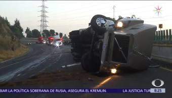 Servicios de emergencia atienden volcadura en la México-Cuernavaca