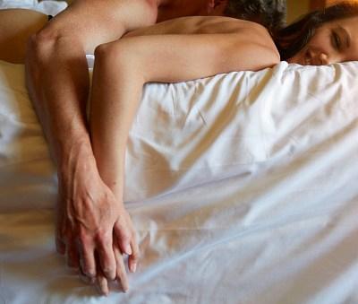 El sexo precede al romance en las relaciones modernas: Estudio