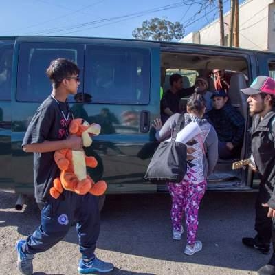 Migrantes abandonan bodega 'Contra Viento y Marea' en Tijuana