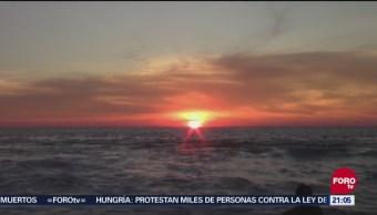 Turistas disfrutan puestas de sol en playas de Puerto Escondido