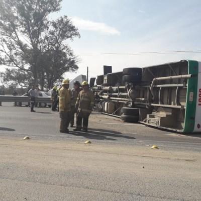 Volcadura de autobús deja 20 lesionados en León, Guanajuato