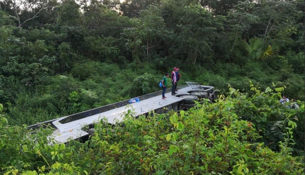 Accidente Q. Roo; Volcadura de autobús deja dos muertos