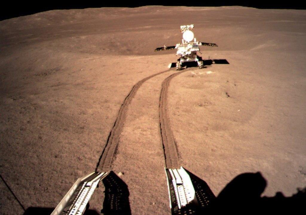 Explorador lunar Yutu-2 recorre la cara oculta de la Luna