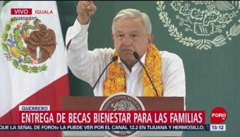 Foto: AMLO encabeza entrega becas a familias en Iguala, Guerrero