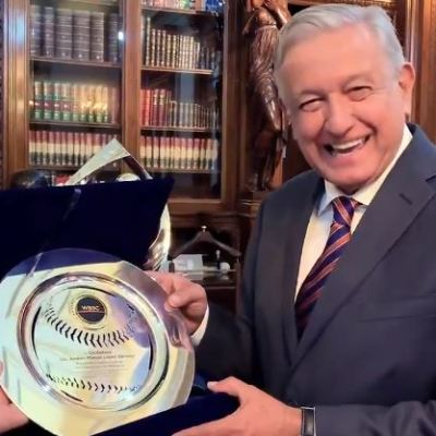 AMLO es nombrado embajador del béisbol en el mundo