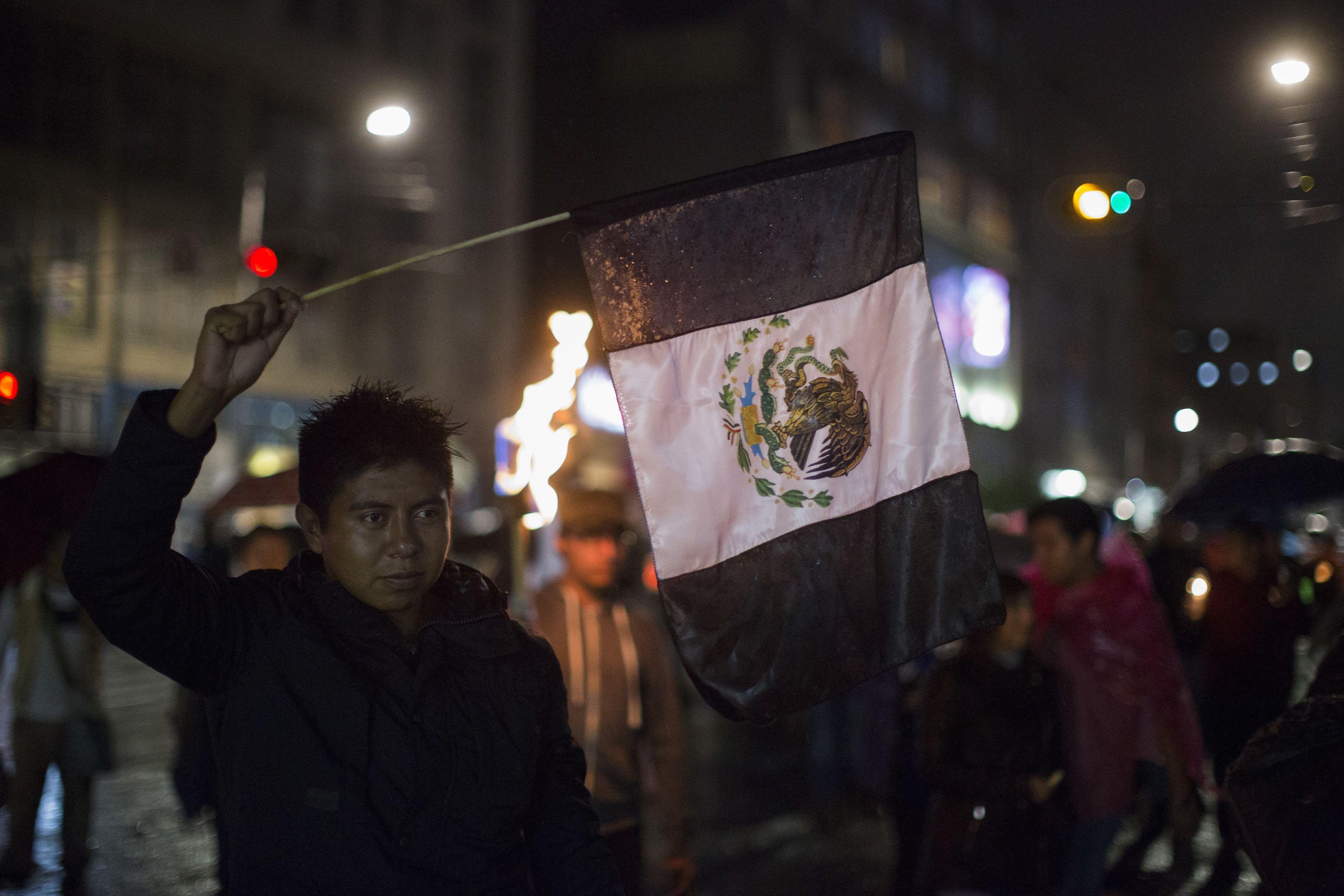 bandera-mexico-luto