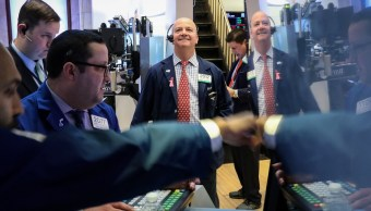 Foto: Comerciantes trabajan en el piso de la Bolsa de Nueva York (NYSE), febrero 11 de 2019 (Reuters)