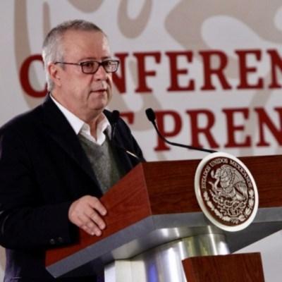 Abuelas cuidarían mejor a niños que estancias, dice Carlos Urzua