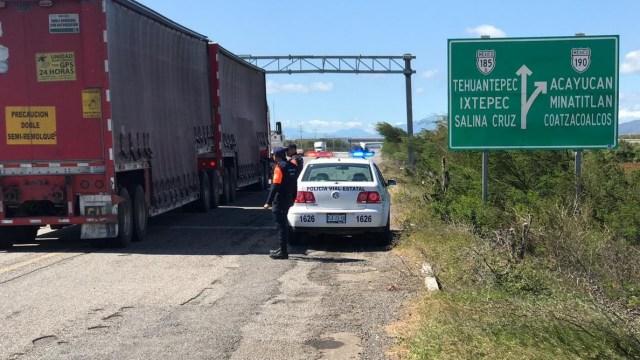 Foto: operativo de seguridad en carretera Panamericana 190, tramo la Venta-La Ventosa, 16 de noviembre 2018. Twitter @PolVial_GobOax