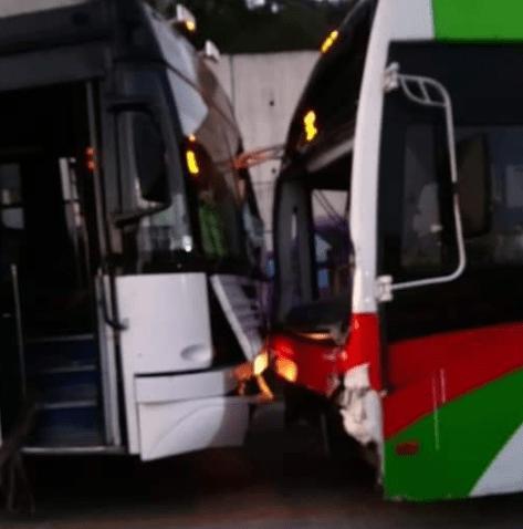 FOTO Choca Mexibús en Ecatepec contra camión de pasajeros Twitter @OpEsMx 19 febrero 2019