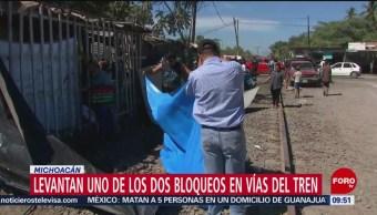 FOTO: CNTE levanta uno de los dos bloqueos en vías del tren en Michoacán, 10 febrero 2019