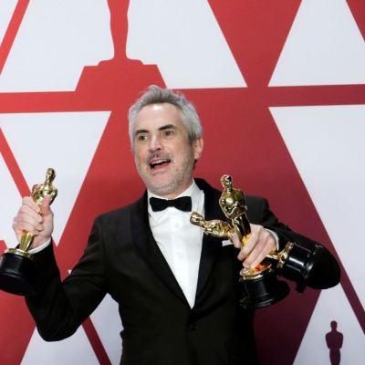 AMLO felicita a Cuarón por los premios Oscar que recibió por 'Roma'
