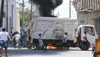 Foto: Manifestación de trabajadores municipales sindicalizados de Tehuantepec, Oaxaca, termina en disturbios, 28 febrero 2019