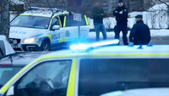 Foto: Policías de Estocolmo resguardan la zona de la explosión, 10 febrero 2019
