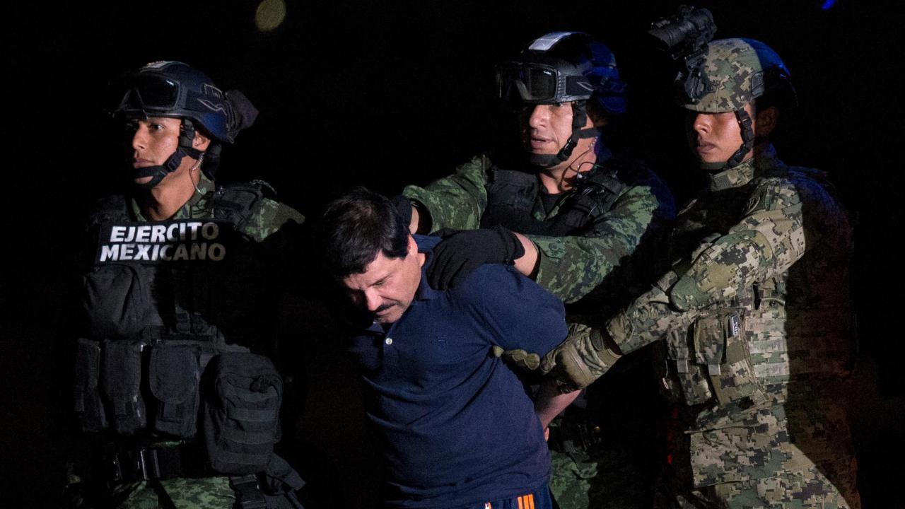 """FOTO Policía que capturó a """"El Chapo"""" seguirá con protección, dice AMLO enero 2016 cdmx"""