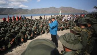 Foto: El presidente Nicolás Maduro habla con militares del Ejército venezolano el 3 de febrero de 2019