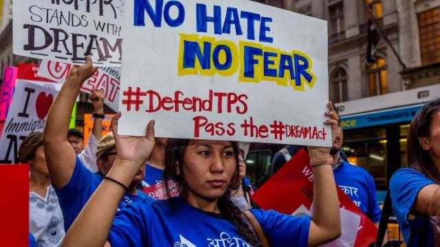 Foto: Miles de personas protestan en calles de Nueva York, EEUU, contra las medidas migratorias tomadas por el presidente Donald Trump, el 5 de octubre de 2017