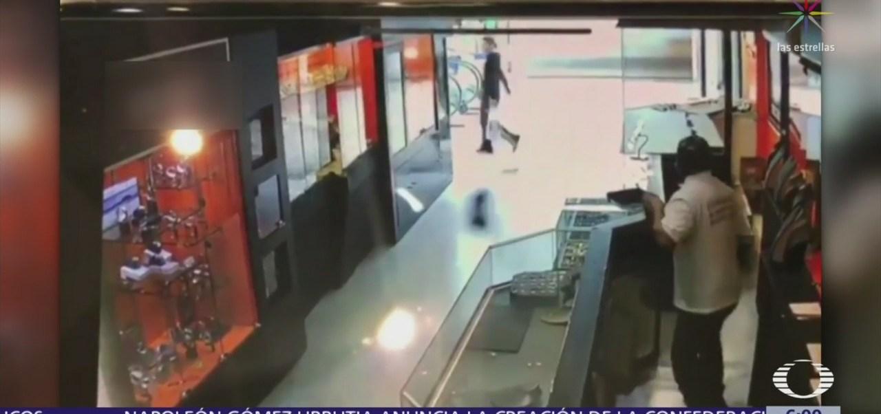 Hombres armados asaltan joyería en plaza comercial de Xalapa, Veracruz