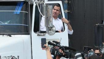 Foto: Juan Guaidó se sube a un camión cargado con ayuda humanitaria en Cúcuta, Colombia, 23 febrero 2019