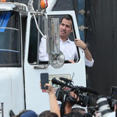Colombia entrega ayuda humanitaria a Guaidó; exigen permitir ingreso a Venezuela